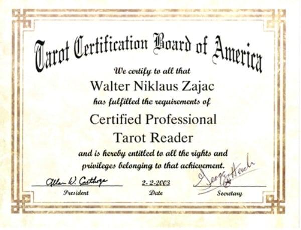 Có bao nhiêu hệ thống chứng chỉ quốc tế dành cho tarot reader?