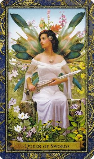 Ý nghĩa lá Queen of Swords trong bộ Wizards Tarot