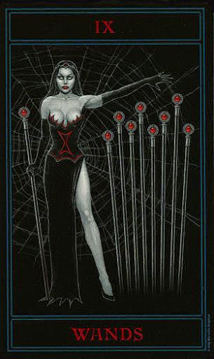 Lá Nine of Wands – Gothic Tarot