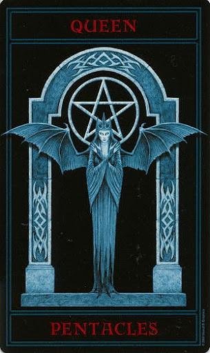 Lá Queen of Pentacles – Gothic Tarot