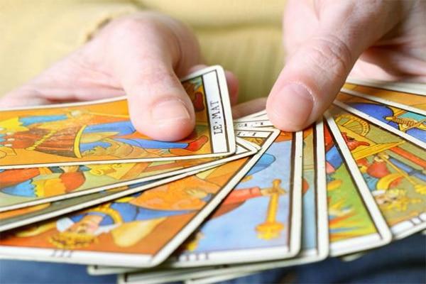 10 Câu Hỏi Để Thực Hành Xem Bài Tarot