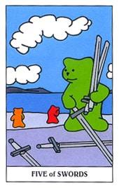 Lá Five of Swords trong bộ Gummy Bear Tarot