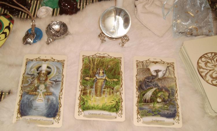 Fantastical Creatures Tarot – Sách Hướng Dẫn