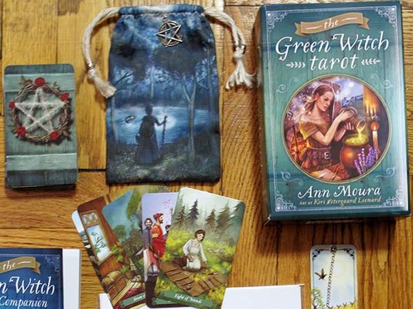 Green Witch Tarot – Sách Hướng Dẫn