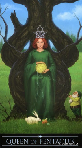 Ý nghĩa lá Queen of Pentacles trong bộ Silver Witchcraft Tarot