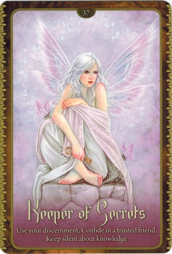 Ý nghĩa lá Keeper of Secrets trong bộ Wild Wisdom of The Faery Oracle