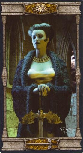 Ý nghĩa lá Queen of Swords trong bộ bài Vampires Tarot of the Eternal Night