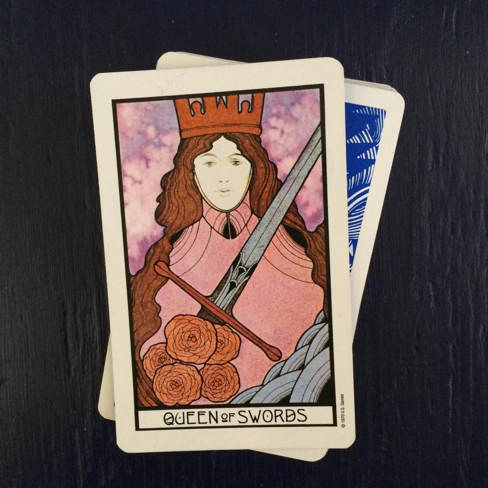 Hình Mẫu Phụ Nữ Qua 4 Lá Queens