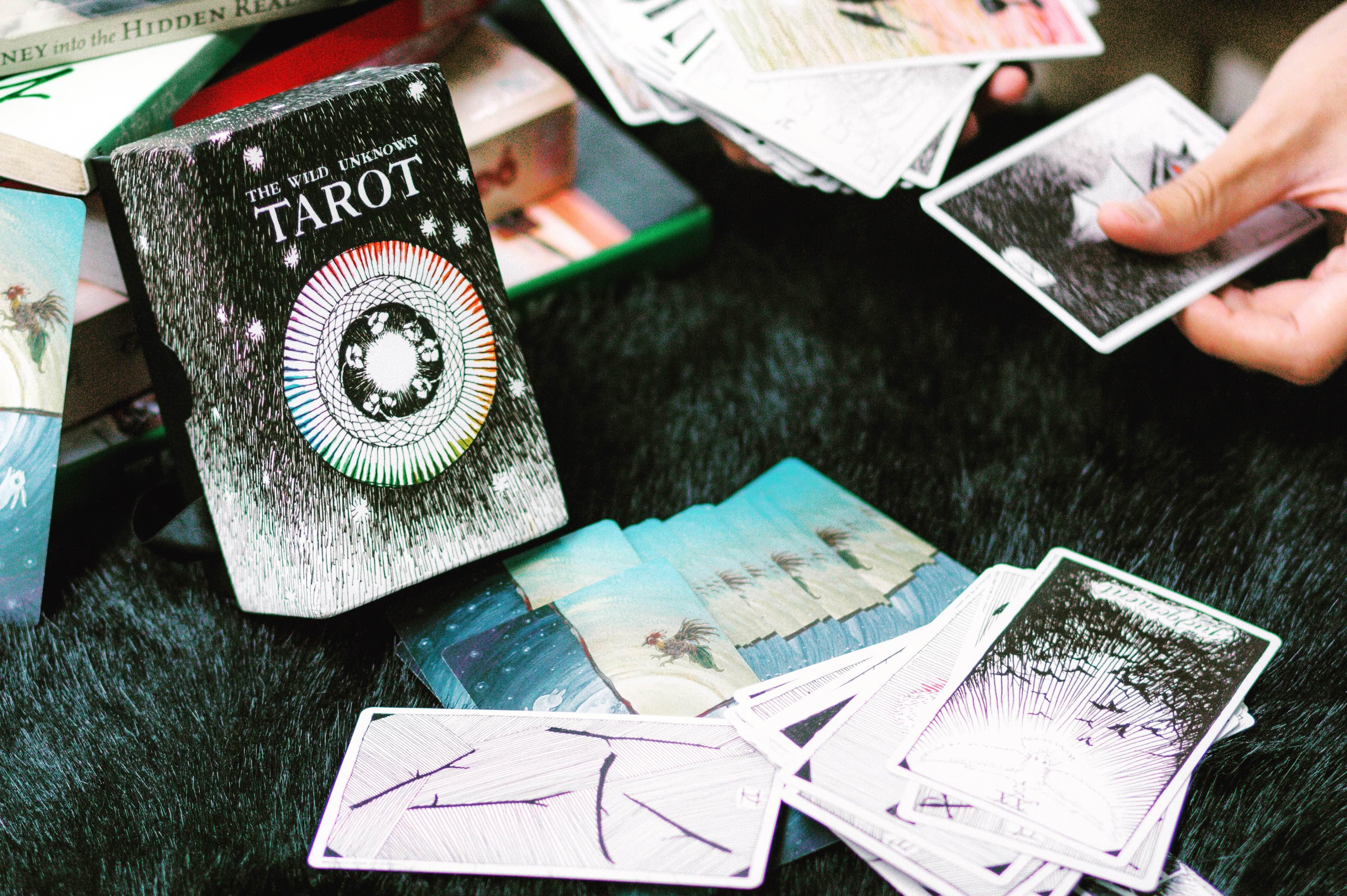 Kỹ Năng Tarot Reader Phải Có: Phân Tích Tình Huống Trong Tarot