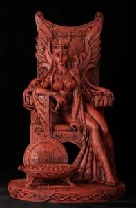 Nữ hoàng Maed với con sóc trên vai
