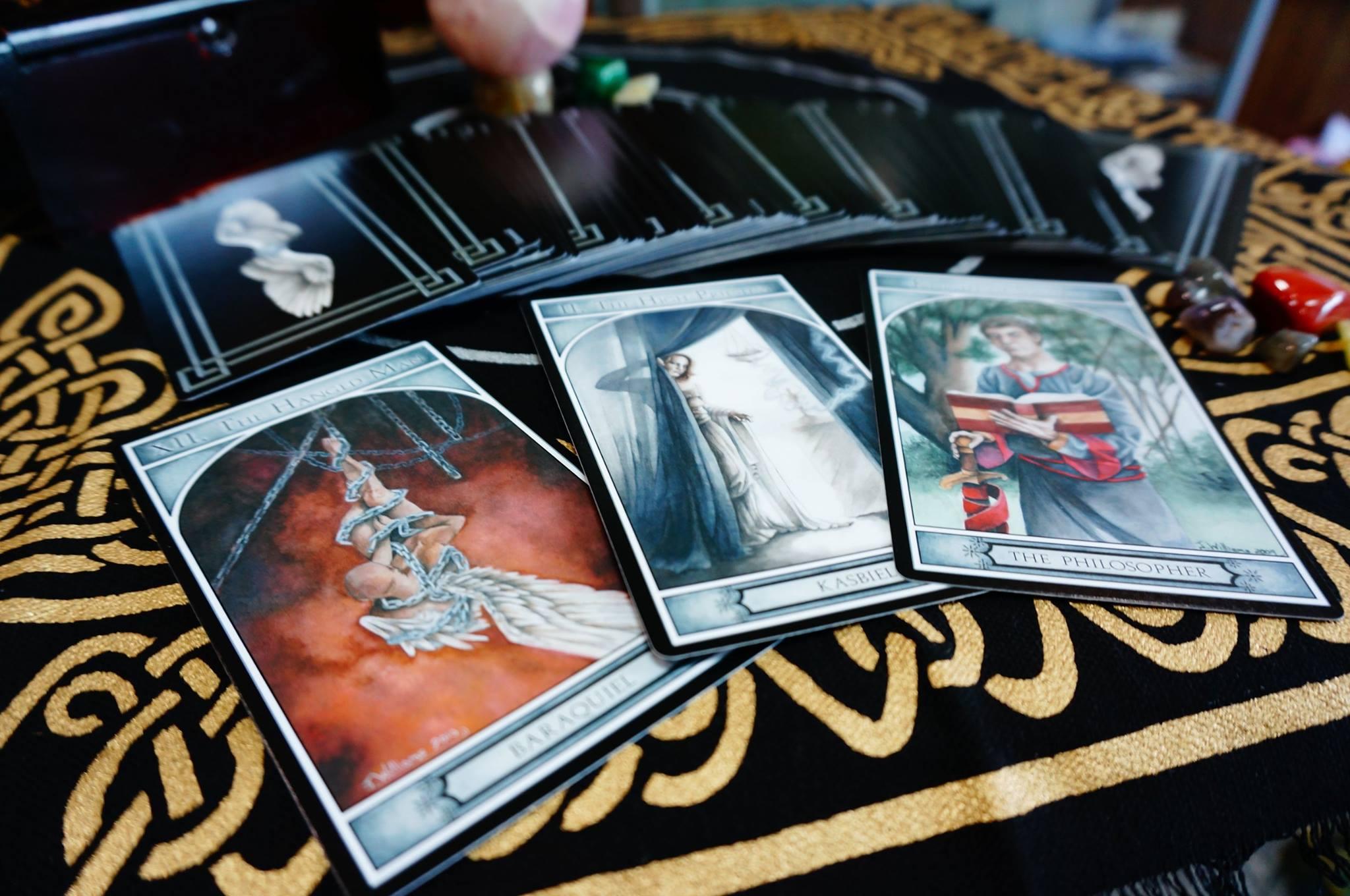 Tarot Cofession – Người Yêu Không Có Nhưng Bài Thì Nhất Định Phải Có 1 Bộ
