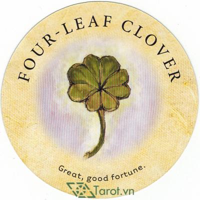 Ý nghĩa lá Four-Leaf Clover trong bộ bài Tea Leaf Fortune Cards