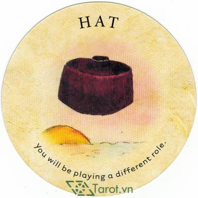 Ý nghĩa lá Hat trong bộ bài Tea Leaf Fortune Cards