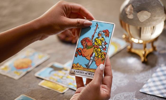 Truyện Ngắn Tarot: Liệu Có Ai Thích Một Cô Gái Mê Tarot Không?
