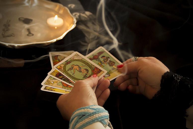 Những Điều Bạn Cần Biết Nếu Muốn Trở Thành Một Người Giải Bài Tarot Chuyên Nghiệp