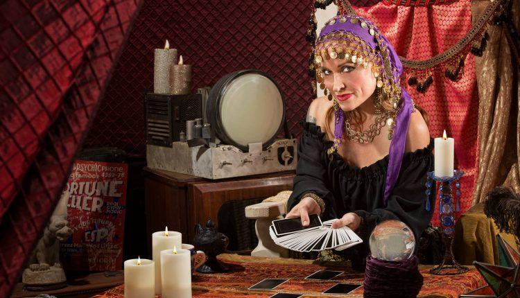 6 Cách Thức Đặt Câu Hỏi Tốt Trong Tarot