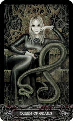 Ý nghĩa lá bài Queen of Grails trong bộ bài Tarot of Vampyres