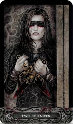 Ý nghĩa lá bài Two of Knives trong bộ bài Tarot of Vampyres