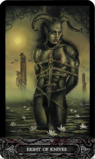 Ý nghĩa lá bài Eight of Knives trong bộ bài Tarot of Vampyres