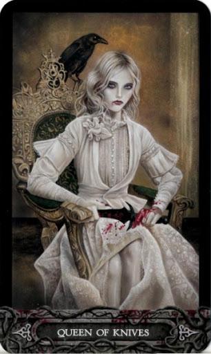 Ý nghĩa lá bài Queen of Knives trong bộ bài Tarot of Vampyres