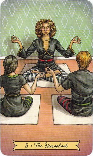 Ý nghĩa lá 5. The Hierophant trong bộ bài Everyday Witch Tarot