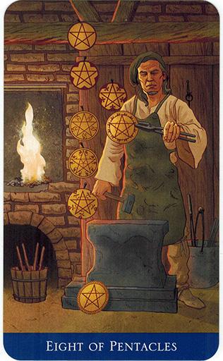 Ý nghĩa lá Eight of Pentacles trong bộ bài Llewellyn's Classic Tarot