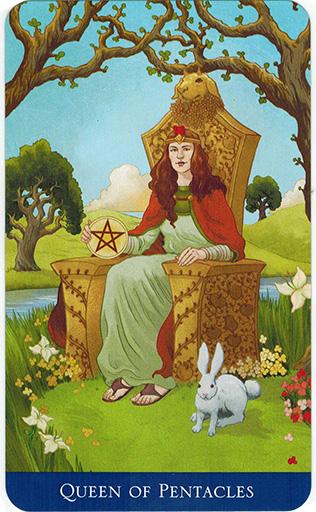 Ý nghĩa lá Queen of Pentacles trong bộ bài Llewellyn's Classic Tarot