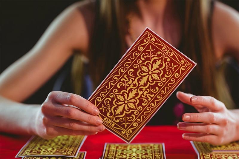 9 Cách Để Chọn Một Bộ Bài Tarot Phù Hợp Với Bạn 1