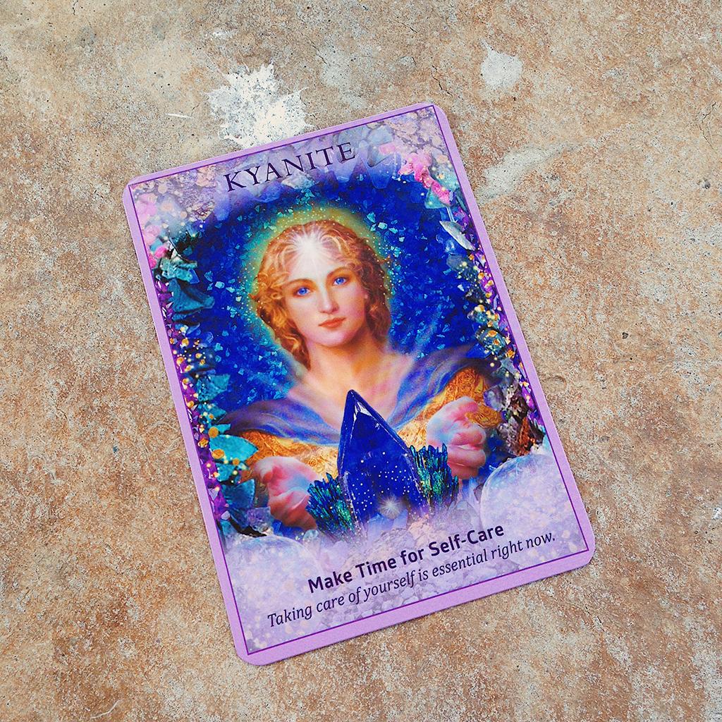 Đặt bản thân lên hàng đầu để kiểm soát lý trí dễ dàng hơn<br /> Ảnh: Nguyễn Hiếy, bộ bài: Crystal Angels Oracle Cards