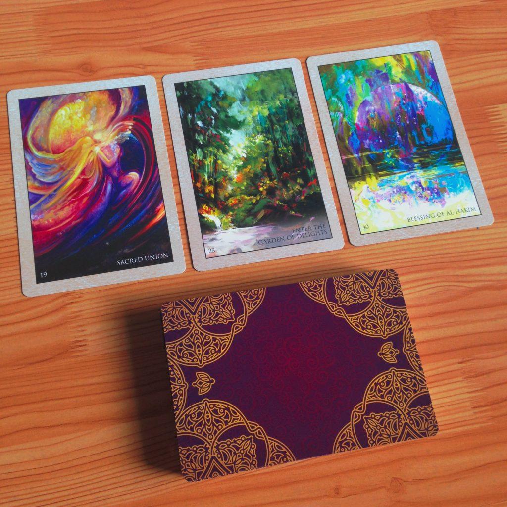 Ảnh: Nguyễn Hiếy Bộ bài: Rumi Oracle Cards